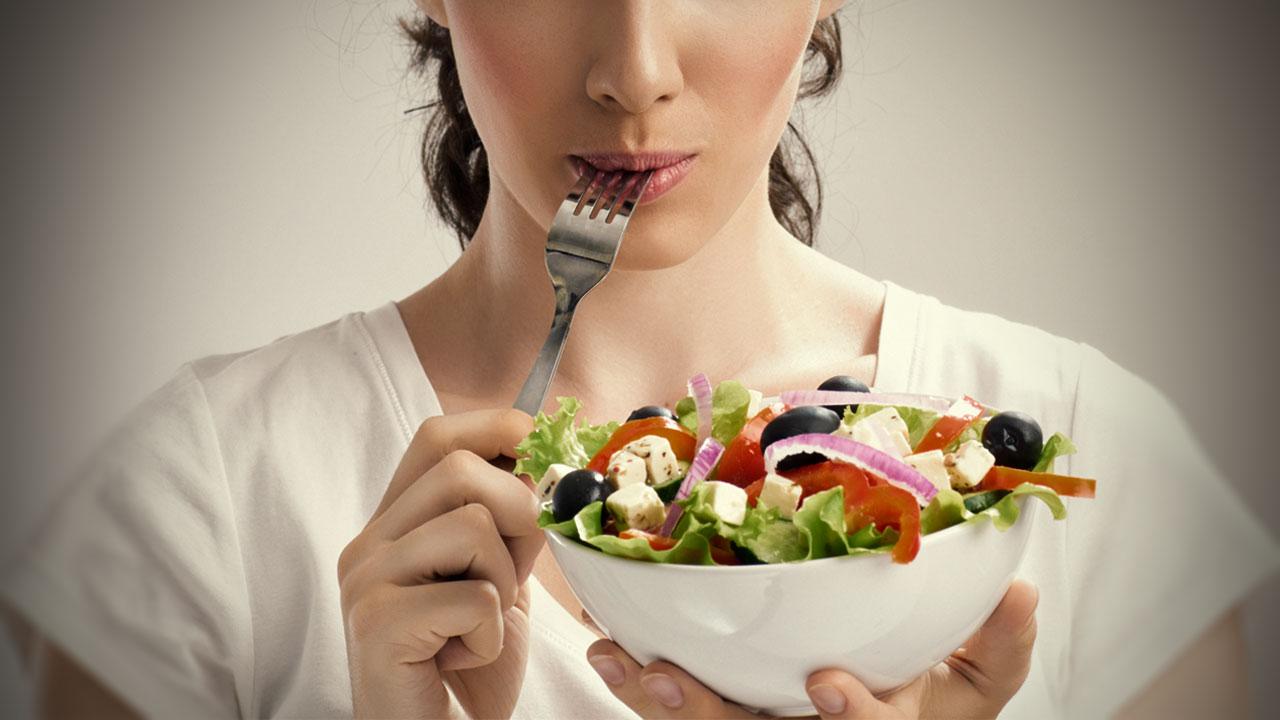 Я полжизни сидела на диетах и хочу рассказать, почему идея похудеть к лету не так безобидна, как кажется