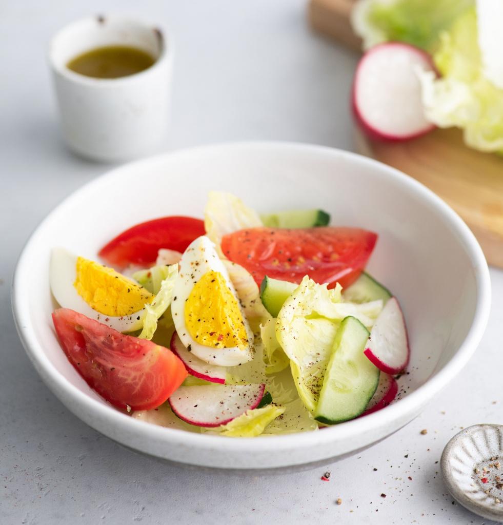 Салат с яйцом и редисом.jpg